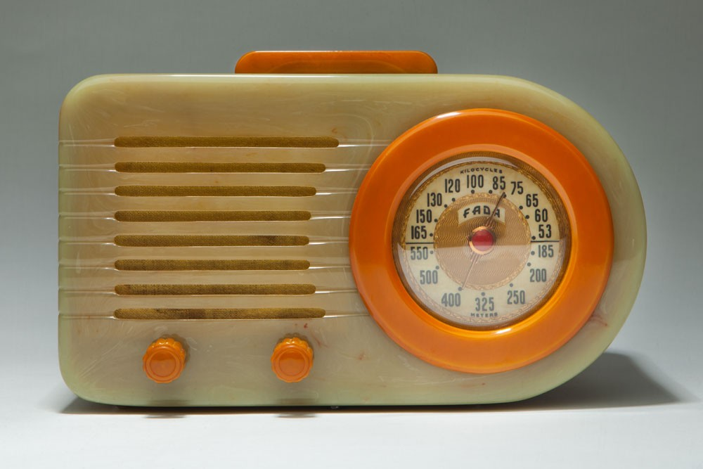 "Catalin FADA 1000 Radio ""Bullet"" Art Deco Streamliner in Onyx + Butterscotch"